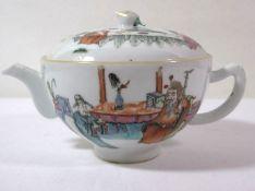 Teekanne, China, fein figürlich bemalt , rote Bodenmarke, wohl um 1900, H-10cm.