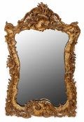 Spiegel, Rokoko-Stil, 19. Jh. Holz geschnitzt, bronziert. Hochrechteck., breiter geschweifter Rahmen