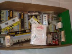 N Gauge - A tray of boxed model railway figures by Farish, Noch and others as lotted (21) (NB 15