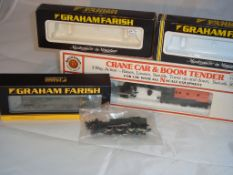 N Gauge - A job lot of N Gauge items for spares or repair. To include a Farish Class 25 Diesel (