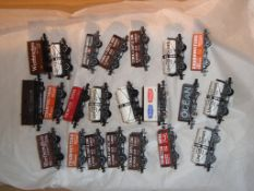 N Gauge - A selection of unboxed private owner wagons by Peco and Farish as lotted (21) (VG