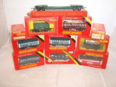OO Gauge - Hornby Railways - A selection of wagons to include a well wagon - contents not checked (