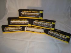 A group of N Gauge Mark 1 Pullman coaches by Farish - in Umber and Cream (6) (NM-BF/G)