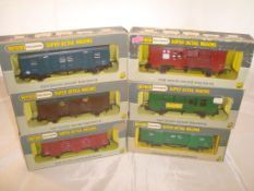 OO Gauge - Wrenn Railways - A group of boxed Wrenn long wheel base vans and horse boxes as lotted (