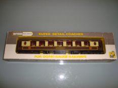 A Wrenn W6001AG Pullman coach in brown/cream livery named Agatha - Very Good, Good box