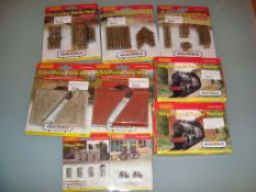 A group of Hornby Skaledale accessories to include tunnels and walls etc as lotted - appear unused -