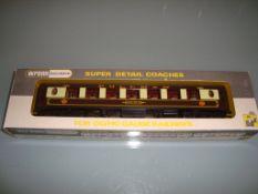 A Wrenn W6001 Pullman coach No 73 with white tables - Very Good, Good box