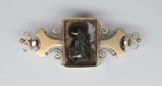Broche, ancienne.(long. 4.5 cm, poids brut: env. 8.0 g). En or jaune 750, monture ajourée à décor de