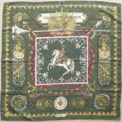 """HERMES.Carré.(90 x 90 cm). En soie, dans les tons jaunes, blancs et rouge sur fond vert, intitulé """""""