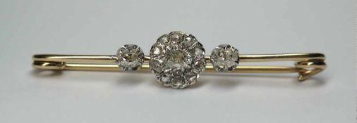 Broche barrette, ancienne.(long. 5 cm, poids brut: env. 4.7 g). En or jaune et or blanc 750, le