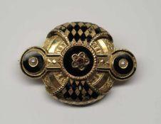Broche, milieu XIXème.(long. 4.5 cm, larg. 3 cm, poids brut: env. 11.9 g). En or jaune 750, en