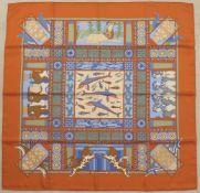 HERMES.Carré.(90 x 90 cm). En soie, dans les tons bleus, oranges, verts et marrons, bordure