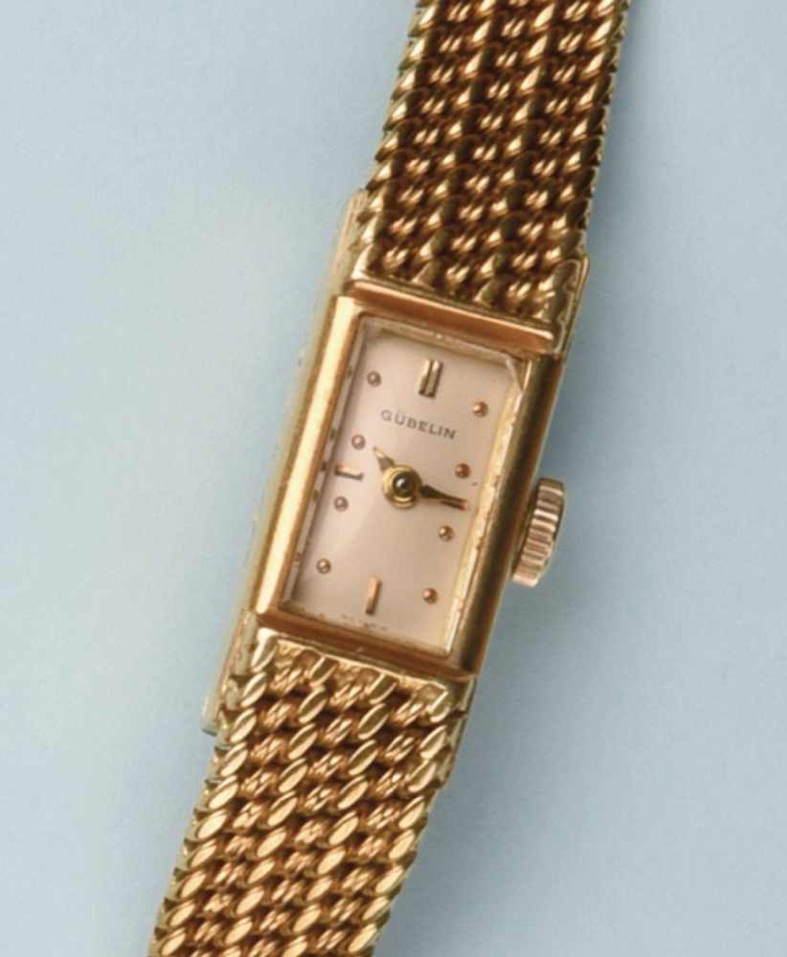 """Bracelet montre pour dame en or jaune 750 de marque """"GÜBELIN"""". Cadran rectangulaire, fond blanc,"""