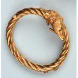 Étonnant bracelet sentimental semi-rigide en or jaune 750. Il est formé d'une torsade se terminant