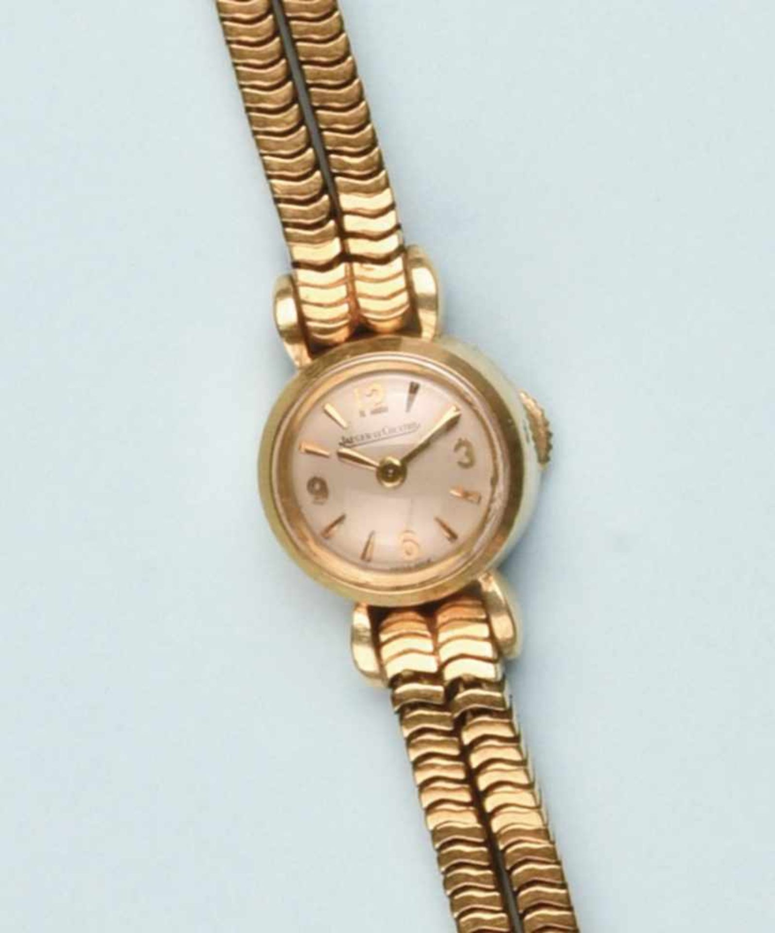 """Bracelet montre pour dame en or jaune 750 de marque """"JAEGER- LECOULTRE"""". La montre de forme ronde,"""