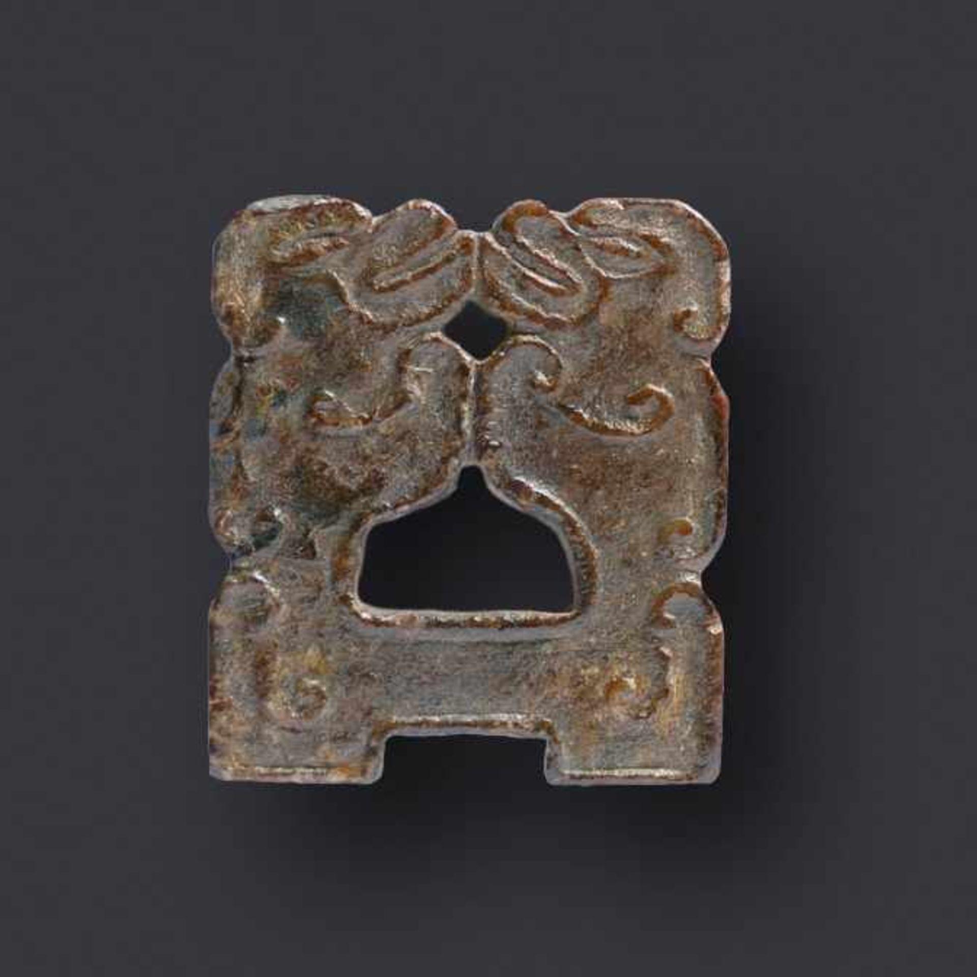 Kleiner Zieranhänger (Mit Affen?) Jade. China, Qing, Daoguang (Mitte 19. Jh.) Die beiden Wesen