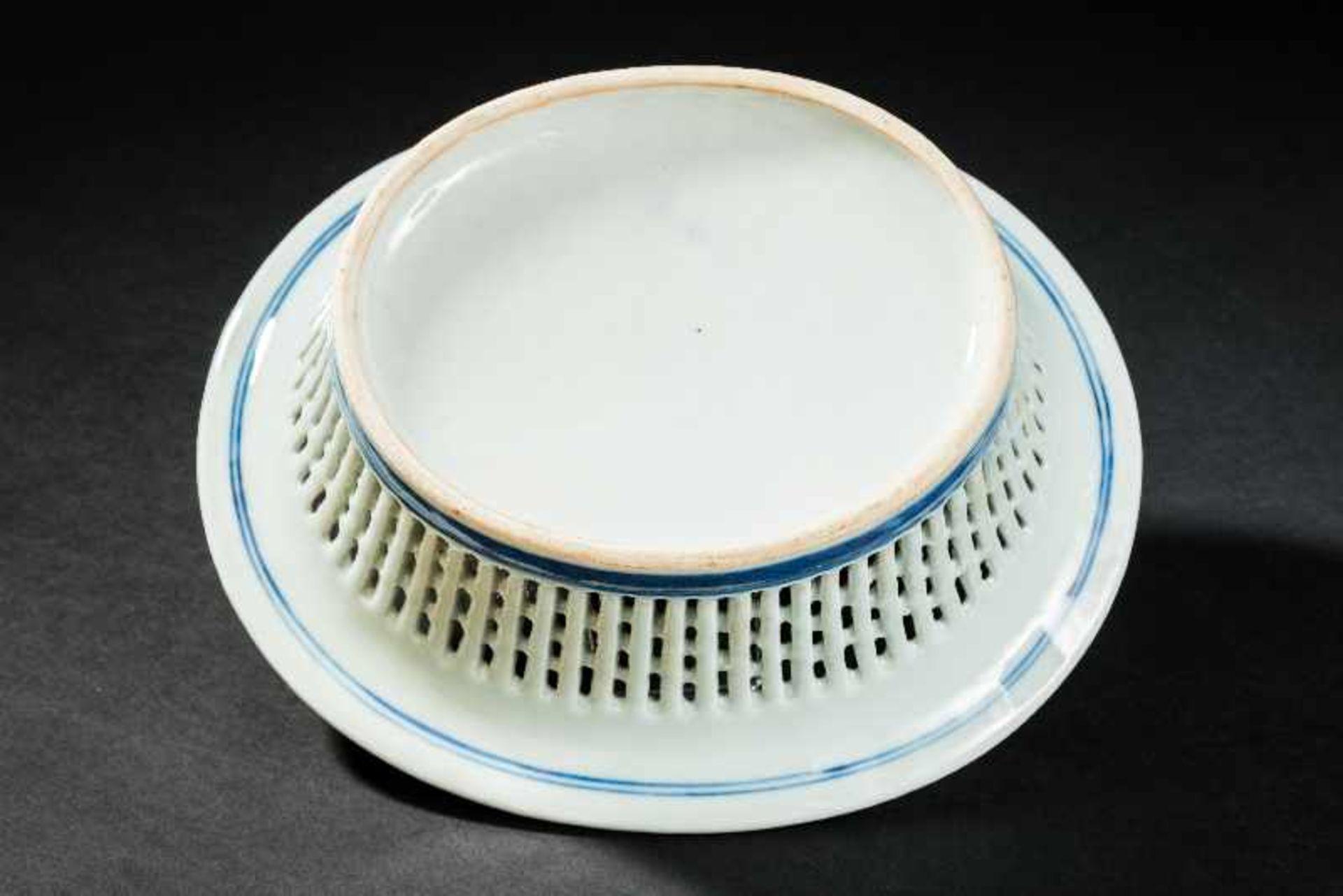 KORB Blauweiß-Porzellan. China, Qing-Dynastie, 19. Jh. In dieser besten Erhaltung ein sehr - Image 3 of 4