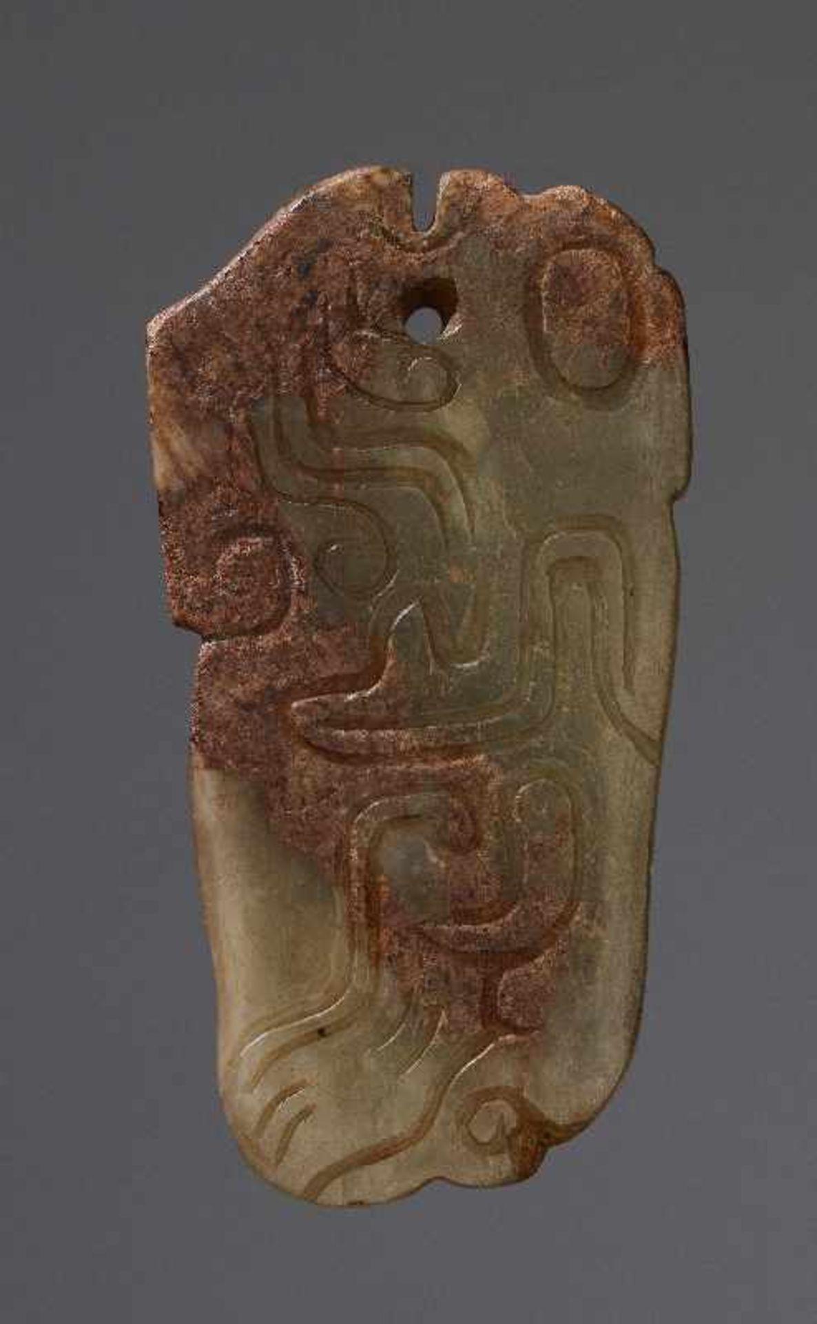 KONVOLUT MIT DREI PERLEN UND EINEM AMULETT 74 a-cJade. China, Qing, 19. Jh. 74a-c: DREI ZIERPERLEN - Image 10 of 18
