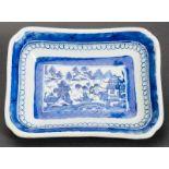 RECHTECKIGE SCHALE Blauweiß-Porzellan. China, Qing-Dynastie, 19. Jh. Eine attraktive, rechteckige