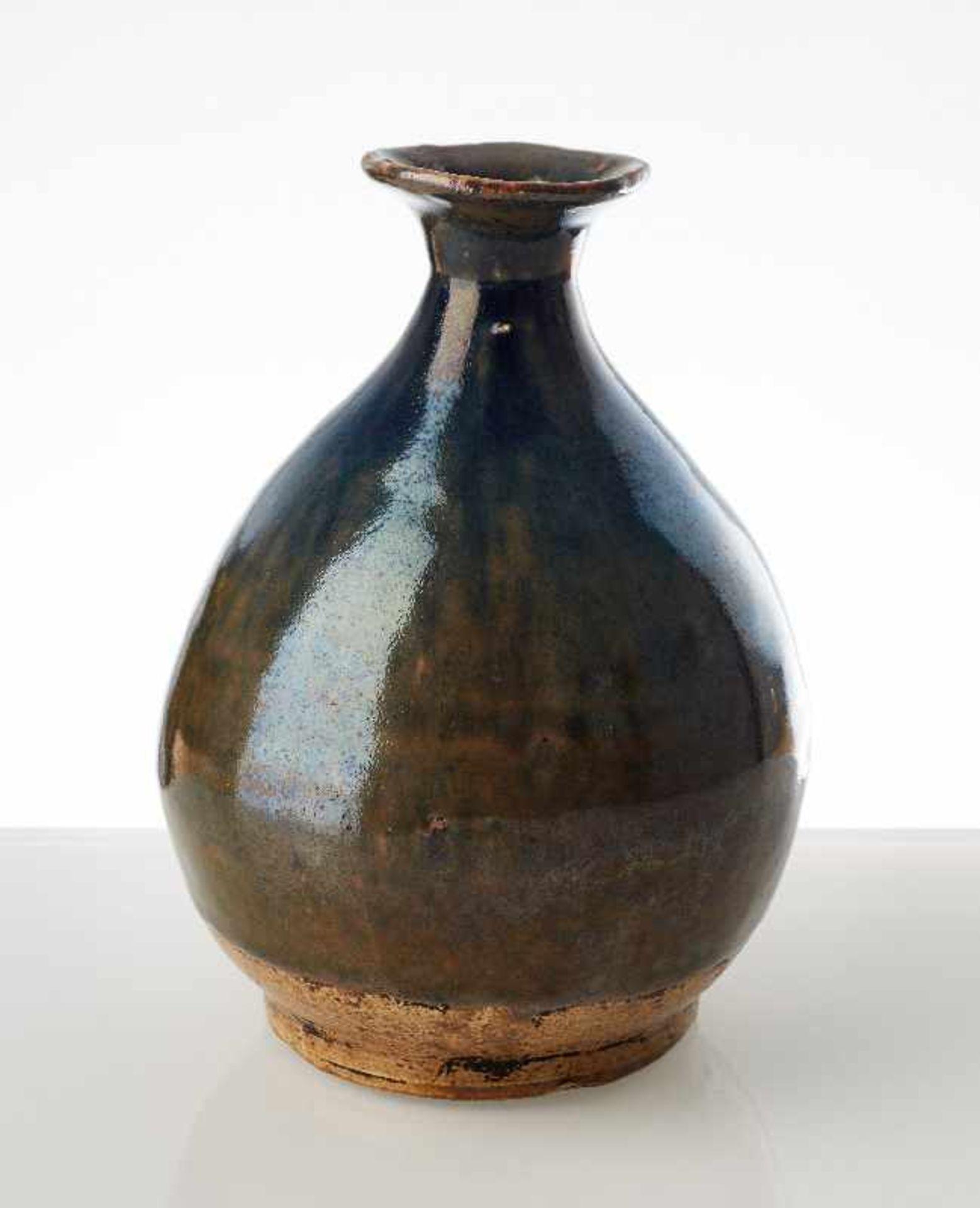 FLASCHENFÖRMIGE VASE Glasierte Keramik. China, möglicherweise Song, 13. Jh. bis danach