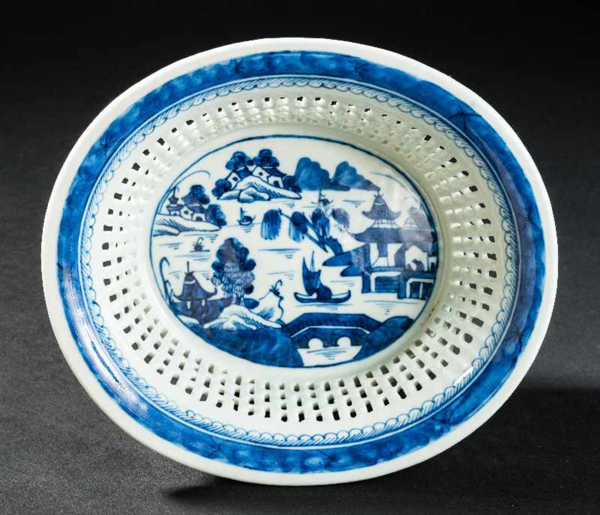 KORB Blauweiß-Porzellan. China, Qing-Dynastie, 19. Jh. In dieser besten Erhaltung ein sehr - Image 4 of 4