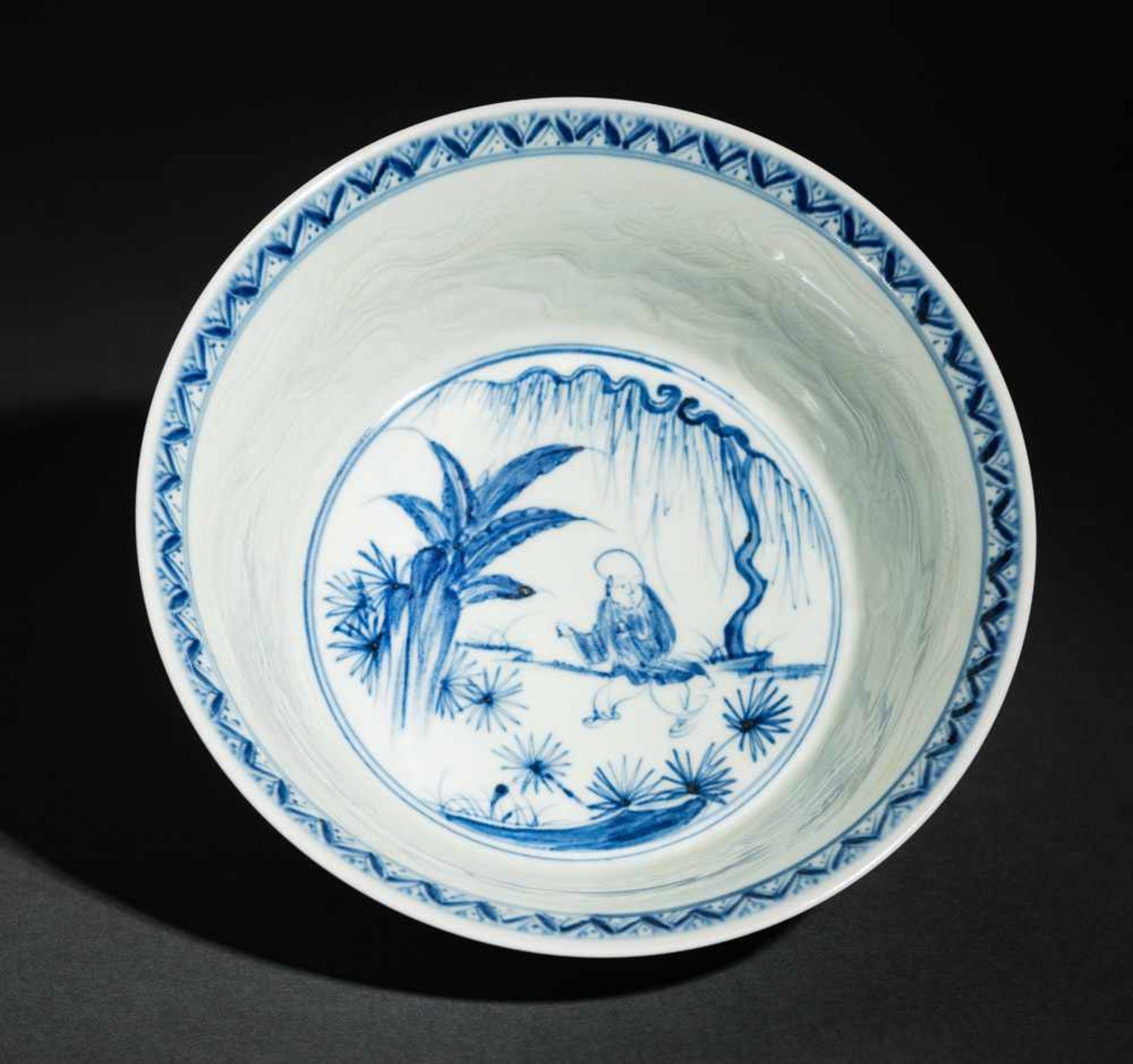 TIEFE SCHALE MIT SPIELENDEN KNABEN Blauweißes Porzellan. China, Auf der nach außen geschwungenen
