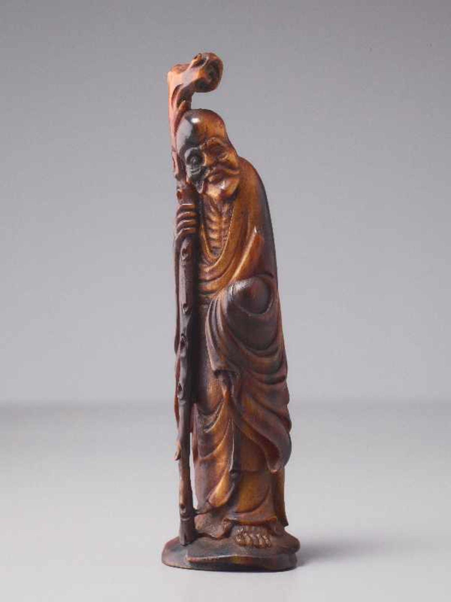 LANGLEBENSGOTT SHOULAO Horn. China, Qing (1644 – 1911) Eine überaus fein gearbeitete figürliche