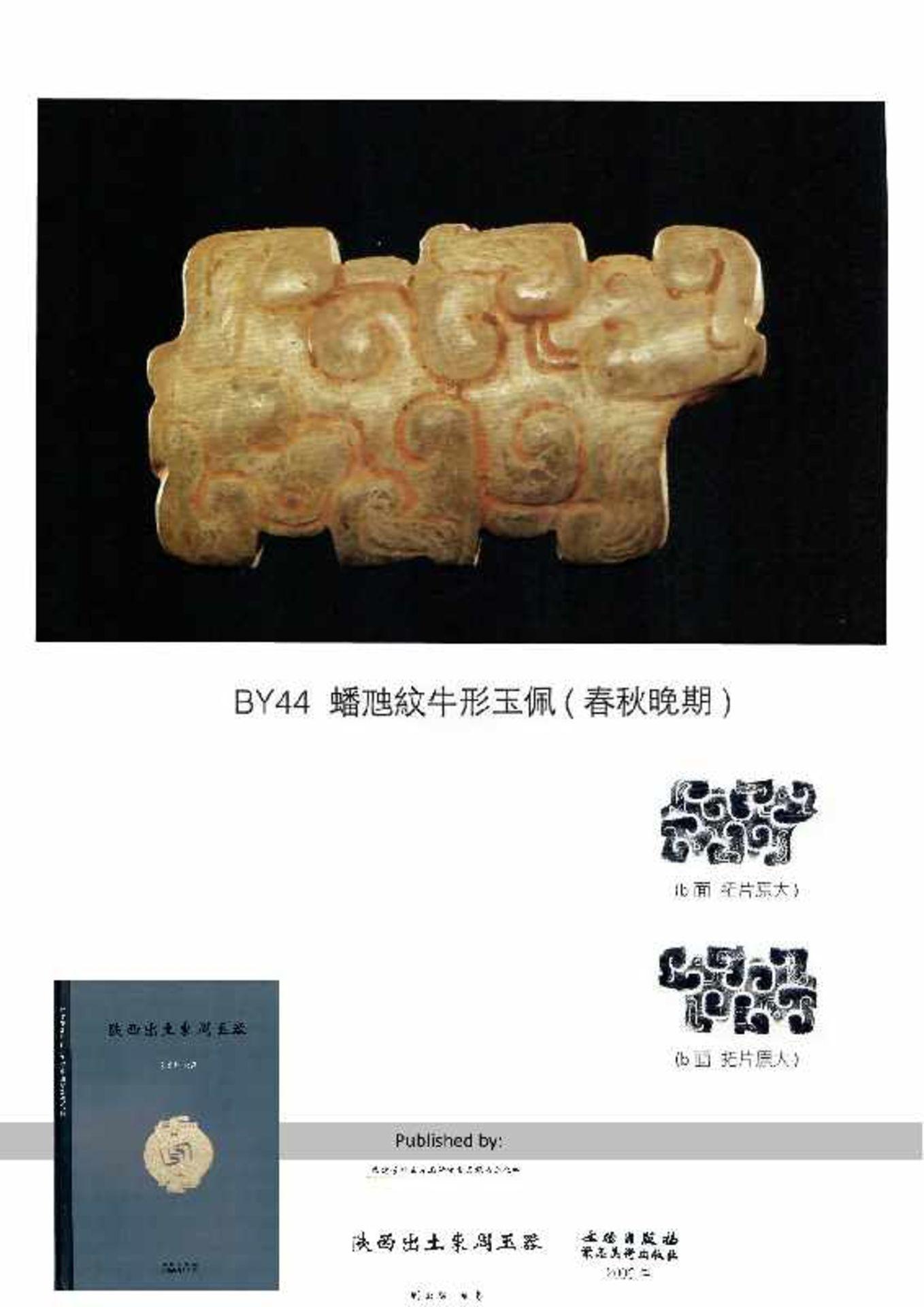 KONVOLUT MIT DREI PERLEN UND EINEM AMULETT 74 a-cJade. China, Qing, 19. Jh. 74a-c: DREI ZIERPERLEN - Image 11 of 18