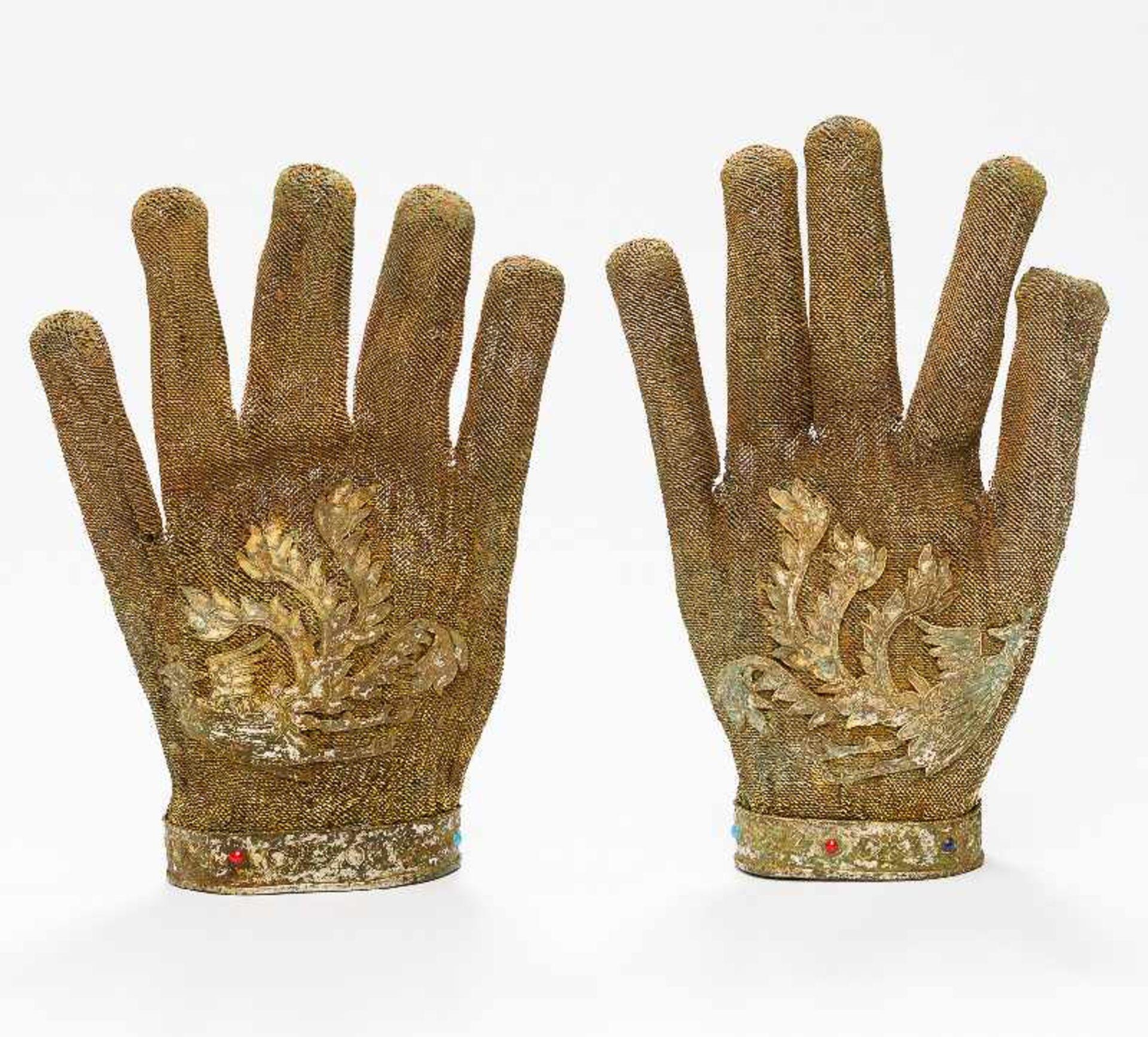 SELTENE HANDSCHUHE MIT PHÖNIX-DARSTELLUNGSilber (und Kupfer?), vergoldet, Einlagen. China, - Image 3 of 5