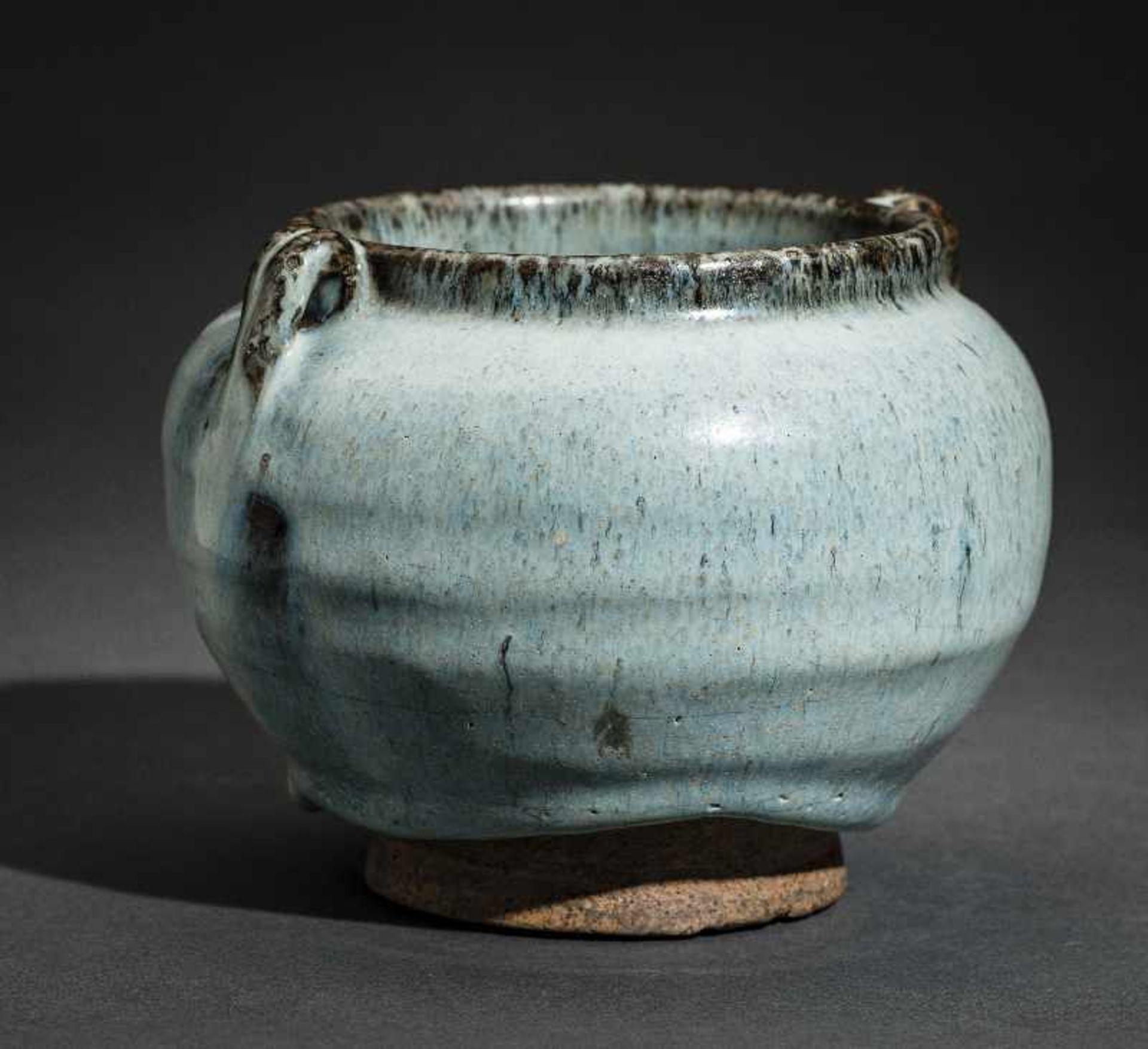 SCHULTERTOPF JUNYAO Glasierte Keramik. China, Yuan bis Ming, ca. 14. bis 15. Jh. Sehr - Image 5 of 8
