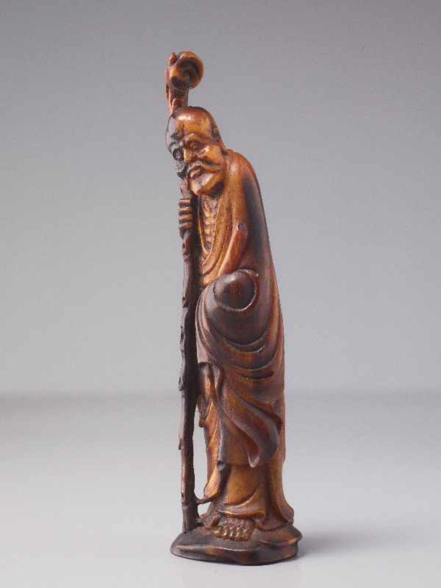 LANGLEBENSGOTT SHOULAO Horn. China, Qing (1644 – 1911) Eine überaus fein gearbeitete figürliche - Image 2 of 5