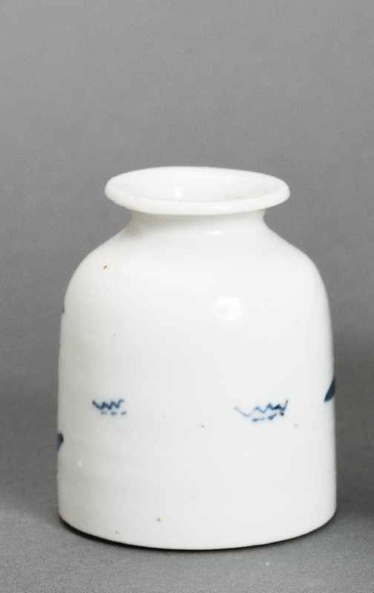 WASSERGEFÄSS Blauweiß-Porzellan. China, Qing-Dynastie (1644-1911) Ein kleines Wassergefäß für den - Image 2 of 4