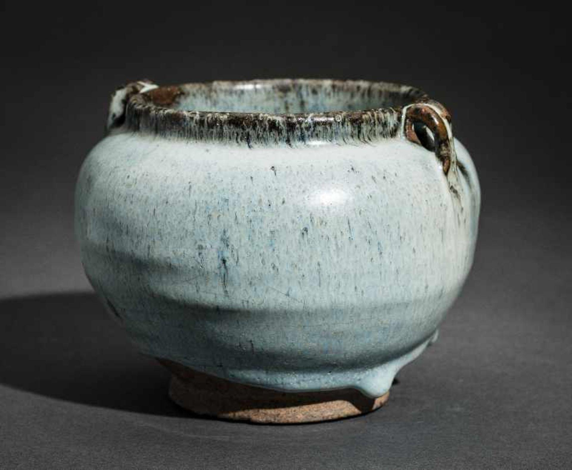 SCHULTERTOPF JUNYAO Glasierte Keramik. China, Yuan bis Ming, ca. 14. bis 15. Jh. Sehr - Image 3 of 8