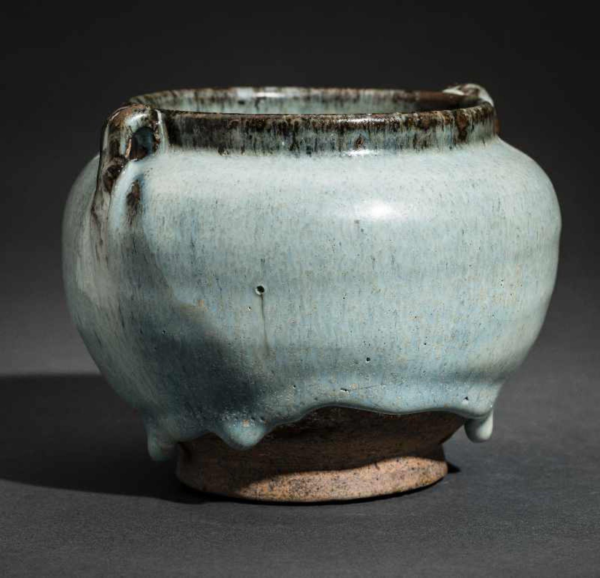 SCHULTERTOPF JUNYAO Glasierte Keramik. China, Yuan bis Ming, ca. 14. bis 15. Jh. Sehr - Image 2 of 8