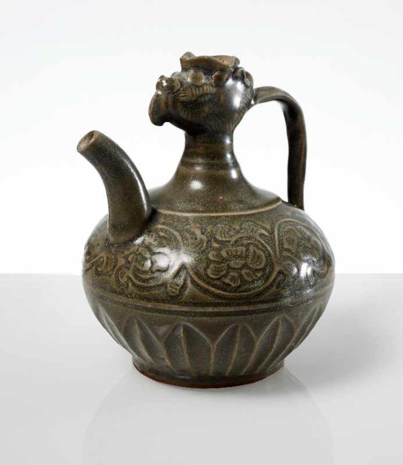 VASE MIT PHÖNIX-KOPF Steingut. China, möglicherweise Song- bis Yuan, ca. 13. bis 14. Jh. Kleine