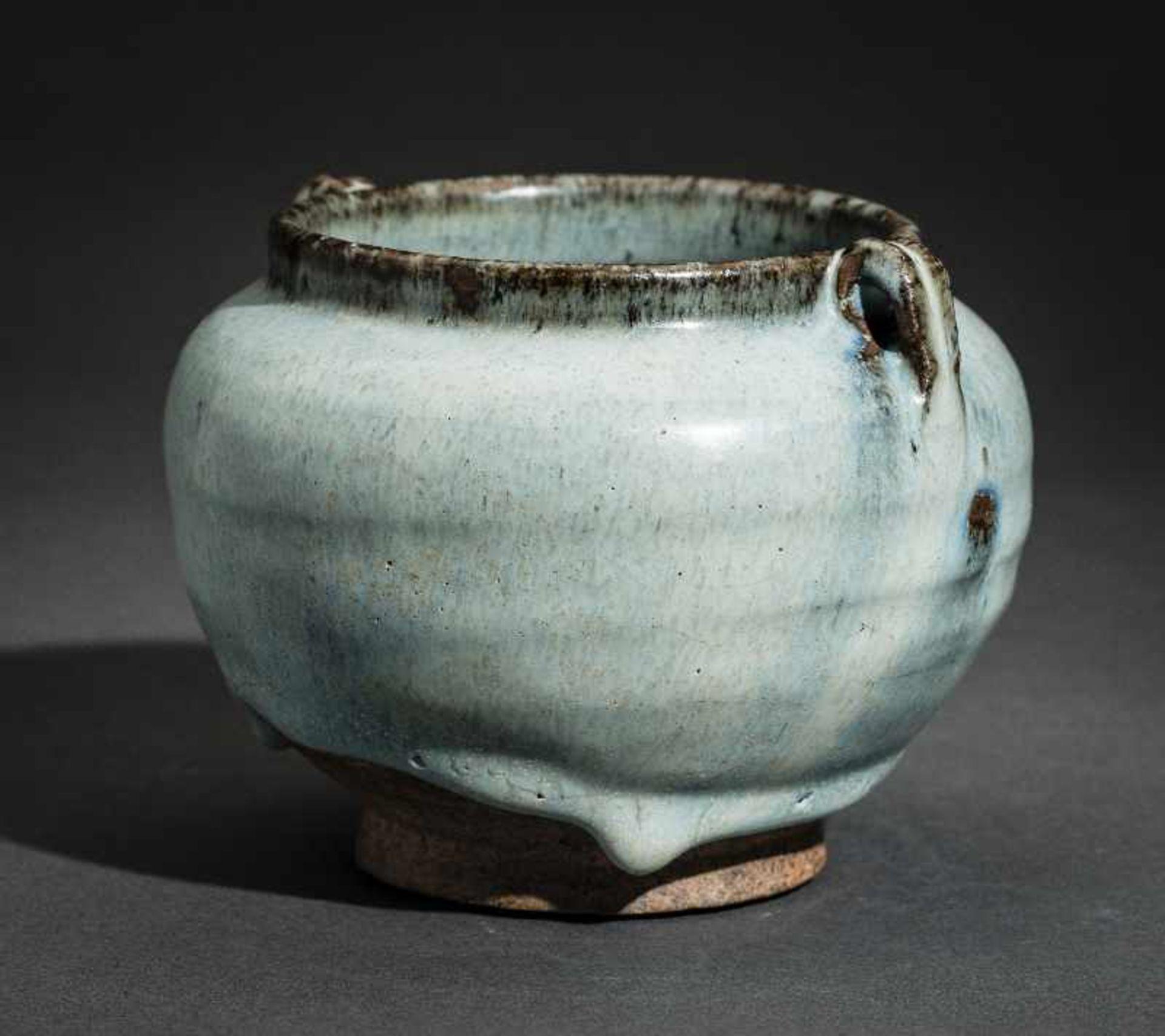 SCHULTERTOPF JUNYAO Glasierte Keramik. China, Yuan bis Ming, ca. 14. bis 15. Jh. Sehr - Image 4 of 8