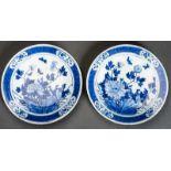 PAAR GRÖSSERE TELLER Blauweiß-Porzellan. China, Qing-Dynastie, 19. Jh. Beide Teller bieten das