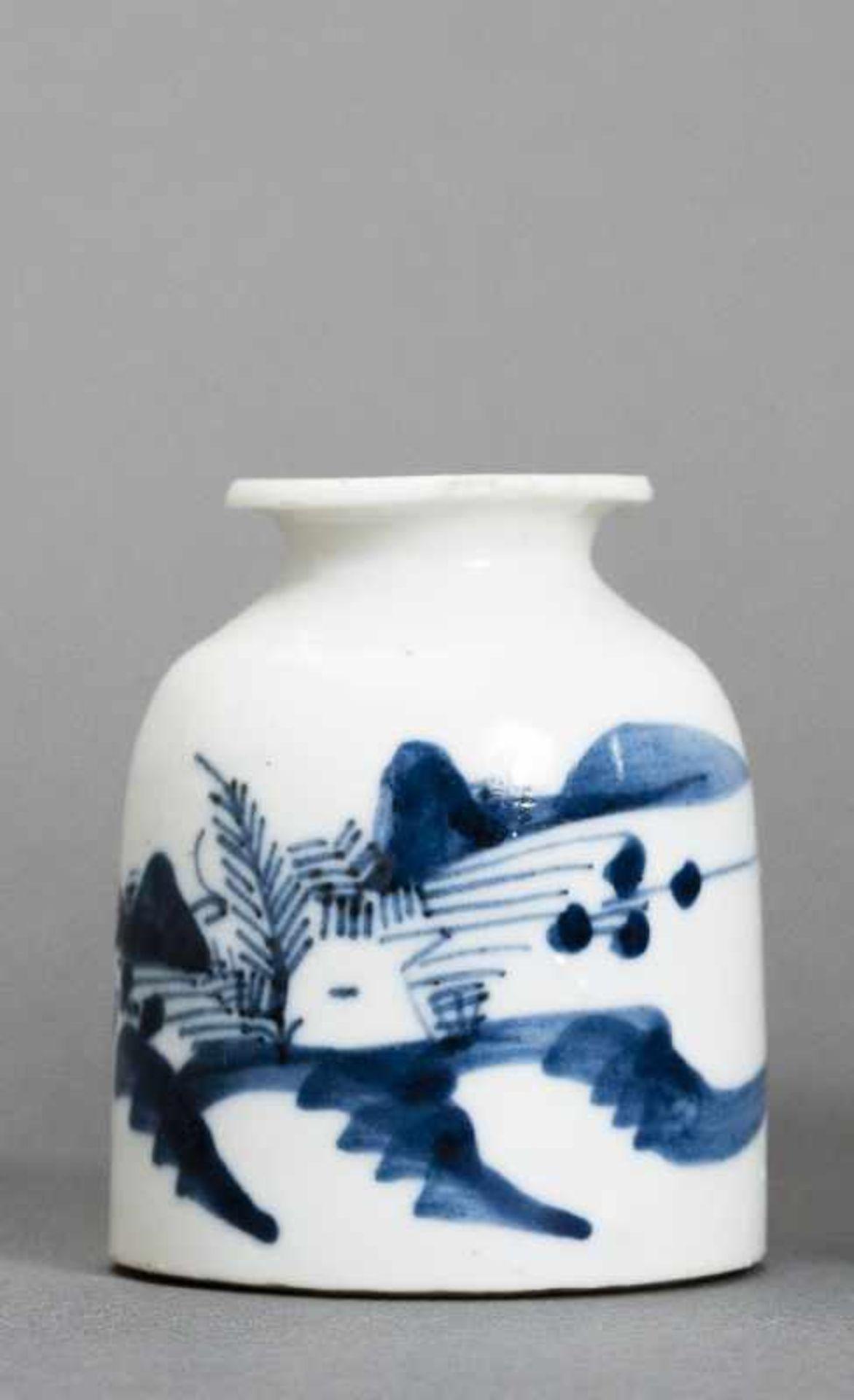WASSERGEFÄSS Blauweiß-Porzellan. China, Qing-Dynastie (1644-1911) Ein kleines Wassergefäß für den