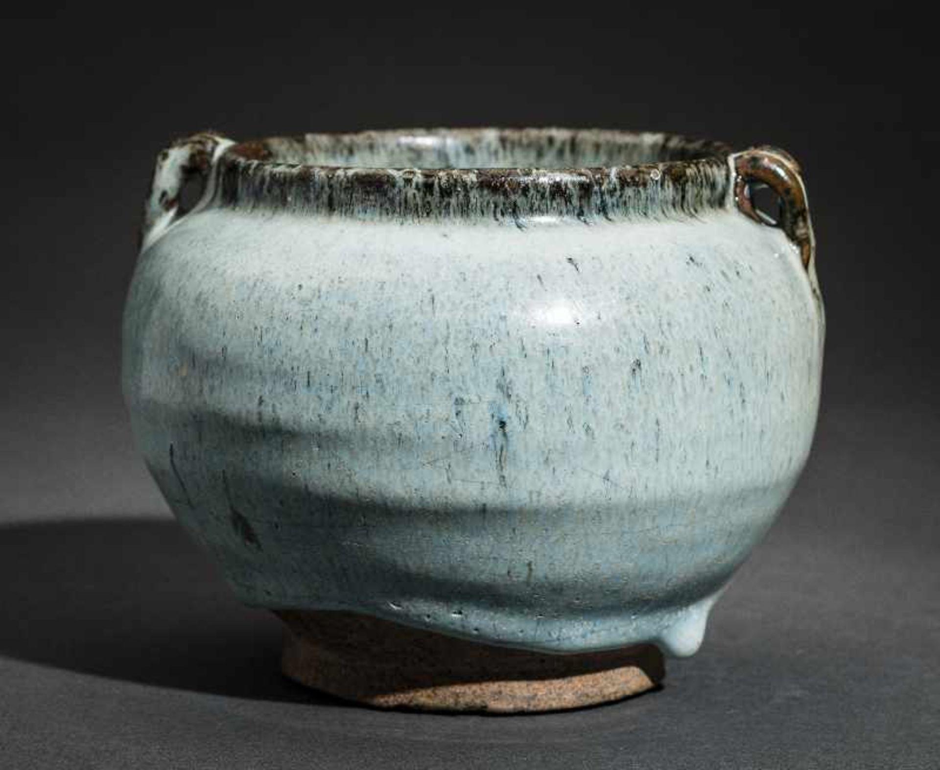 SCHULTERTOPF JUNYAO Glasierte Keramik. China, Yuan bis Ming, ca. 14. bis 15. Jh. Sehr