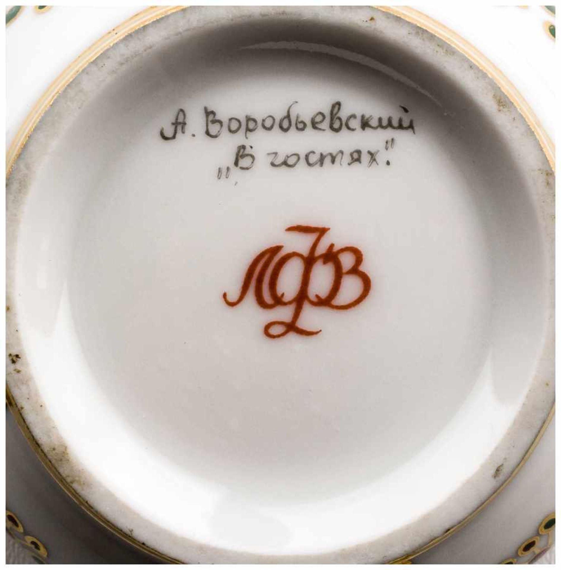 Los 29 - Gastgeberin Lomonosov Porzellanmanufaktur St. Petersburg, 2. Hälfte 20. Jh. Signiert von Alexey