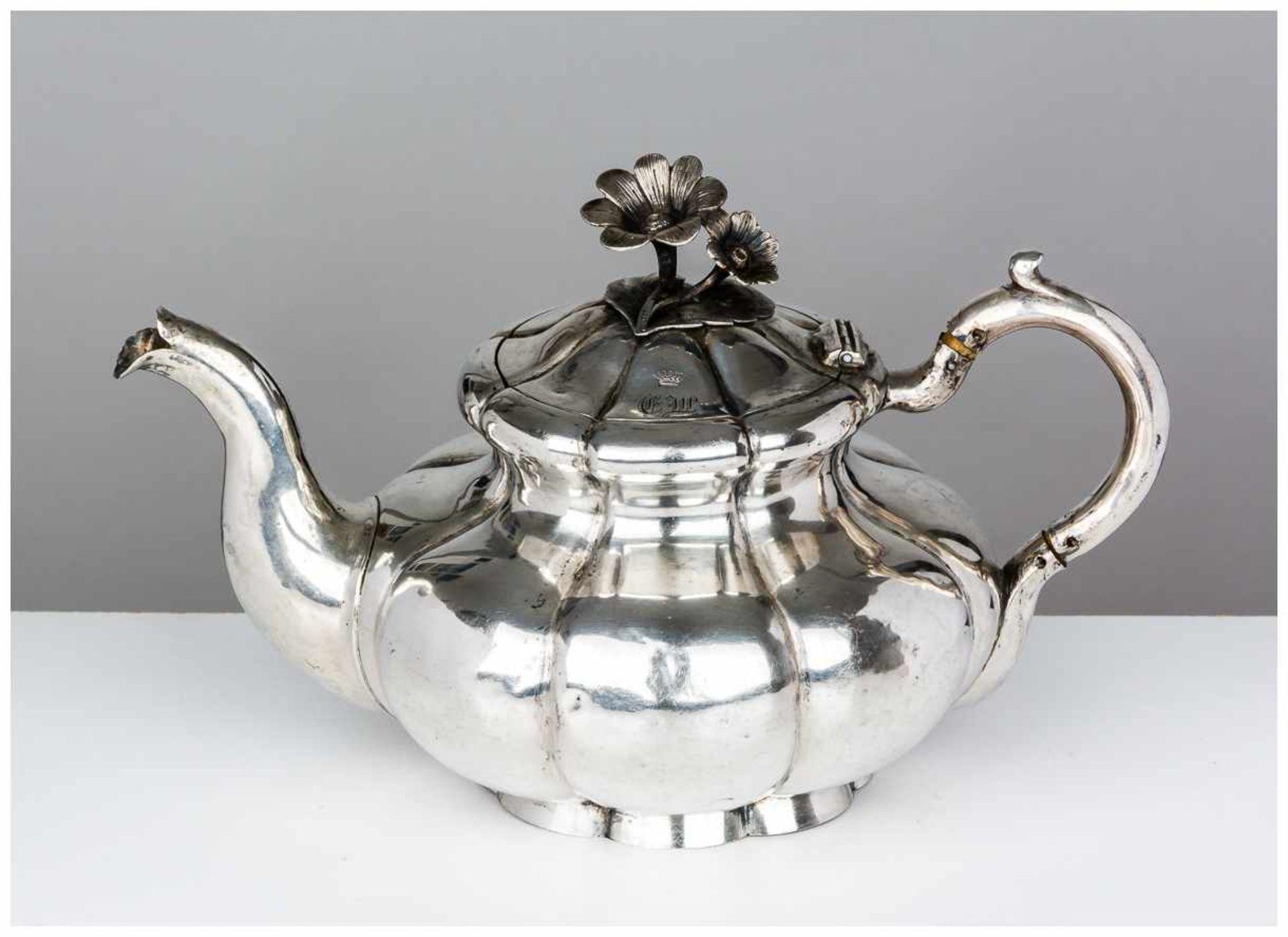 Los 21 - Teekanne St. Petersburg, 1862 Silber, innen vergoldet, 384g Beschaumeister: Eduard Brandenburg