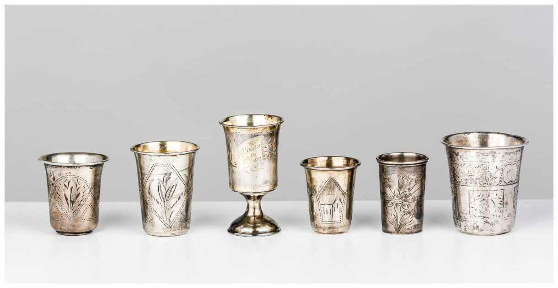 Los 10 - Sechs silberne Vodka-Becher verschiedene Meister, alle gestempelt, von ca. 1870 bis um 1900,