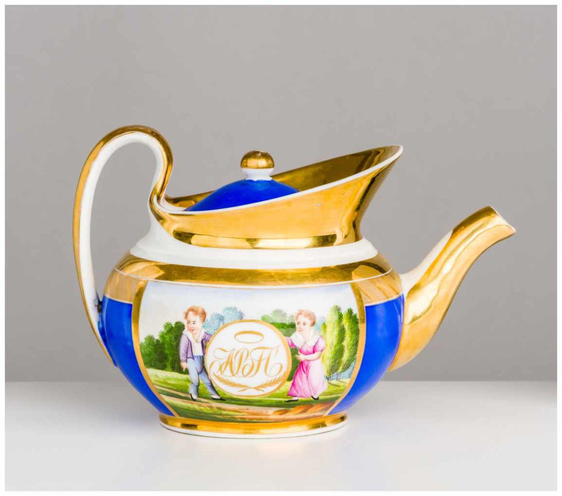 Los 31 - Teekanne Porzellan-Manufaktur Gardner, 1830 - 1840 ca. 12 x 20 cm Auf der Vorder - und Rückseite