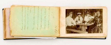 Album mit russischen Photos Ende 19. Jh. 18,5 x 11,5 x 2,7 cm Provenienz: Norddeutsche
