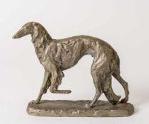 Hund Eisenguss, signiert T.A. Maluschina, 1973 21,5 x 24,7 x 7 cm Provenienz: Norddeutsche