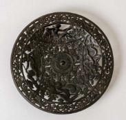 Meergötter Teller aus Eisenguss, Firma Kusa, um 1900 Durchmesser: 20,3 cm Provenienz: Norddeutsche