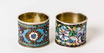 Serviettenringe Silber, zusammen 98g links: Moskau, 1896-1908, Meistermarke nicht lesbar rechts: