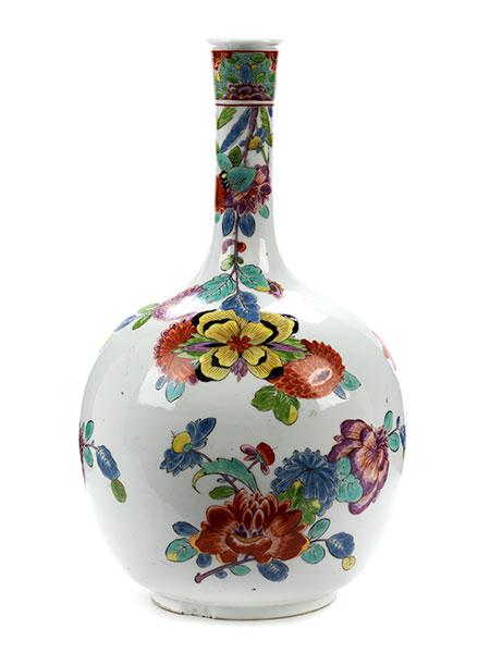 Lot 26 - Frühe Meissen-Vase mit indianischen Blumen Höhe: 29,2 cm. Bodenseitige unterglasurblaue ligierte