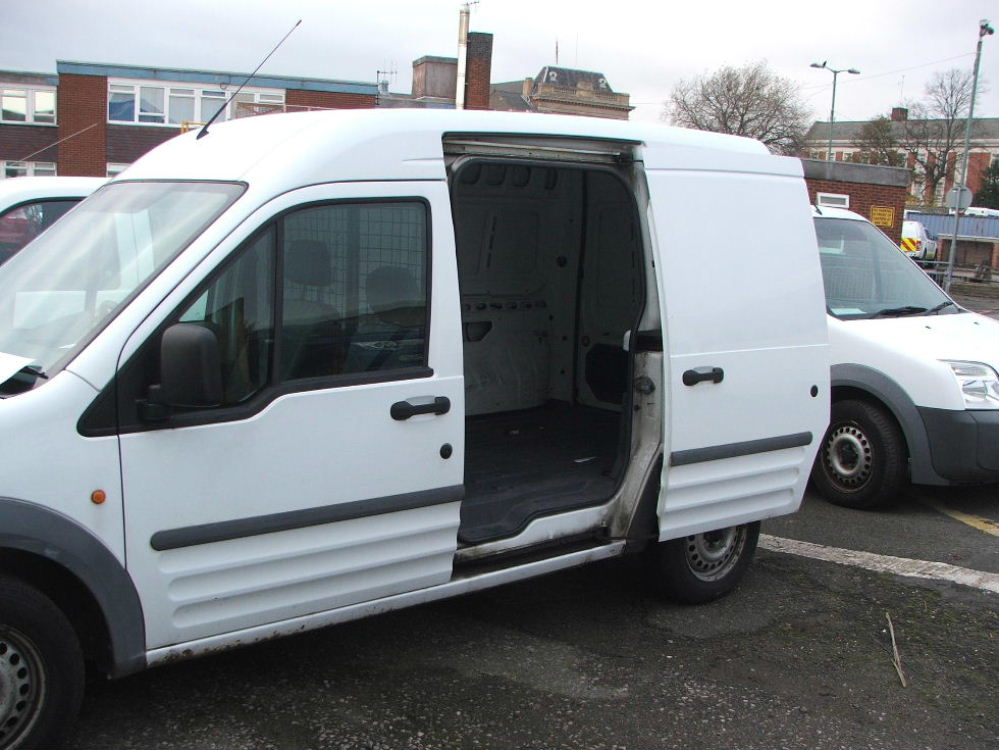 Lot 751 - WHITE FORD CONNECT T230L VAN WITH CARGO CAGE 08 PLATE 71902 MILES MOT 08 2018