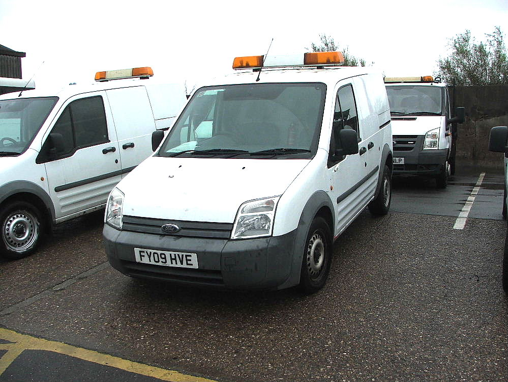 Lot 759 - WHITE FORD CONNECT T230L VAN WITH ROOF LIGHT & TOW BALL 09 PLATE 83530 MILES MOT 01 2018
